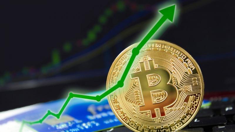 Bitcoin tăng giá, vốn hóa trở lại mốc 900 tỷ USD hình thành điểm giao cắt vàng