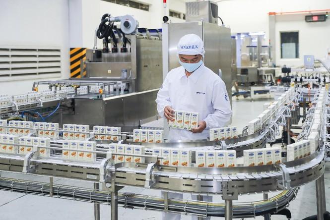 Vinamilk 'xông đất' 2021 với lô hàng lớn gồm sữa hạt và sữa đặc xuất khẩu đi Trung Quốc