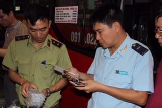 Lực lượng chống buôn lậu Tổng cục Hải quan chủ trì bắt giữ 6 xe chở hàng lậu