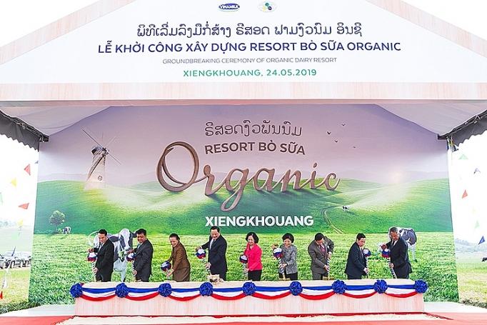 vinamilk lien doanh voi doanh nghiep lao nhat ban khoi cong xay dung to hop resort bo sua organic 5000ha tai lao