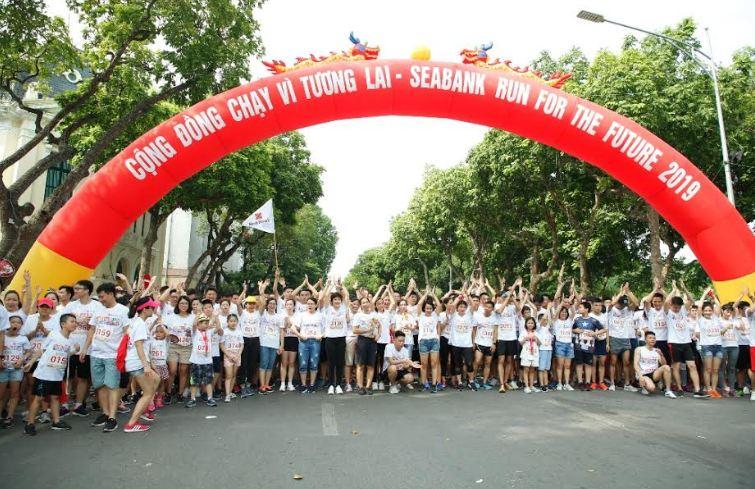 Gần 2.300 người tham gia giải chạy gây quỹ học bổng cho trẻ em nghèo hiếu học