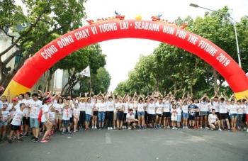 gan 2300 nguoi tham gia giai chay gay quy hoc bong cho tre em ngheo hieu hoc