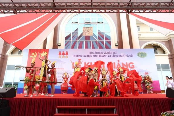 Trường ĐH Kinh doanh và Công nghệ Hà Nội tưng bừng tổ chức Lễ khai giảng chào đón Tân sinh viên khóa 24