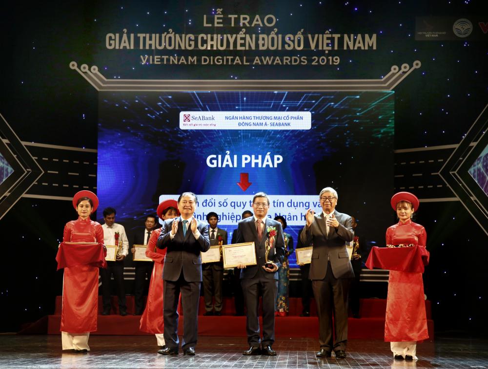 SeABank nhận giải thưởng về giải pháp chuyển đổi số Việt Nam