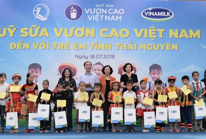 Nỗ lực vì sứ mệnh: 'Để mọi trẻ em đều được uống sữa mỗi ngày'