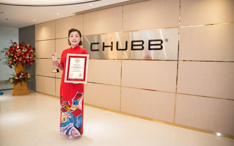 """Chubb Life Việt Nam được vinh danh """"Top 10 doanh nghiệp Bảo hiểm Nhân thọ uy tín"""" và """"Top 500 doanh nghiệp tăng trưởng nhanh nhất Việt Nam"""""""