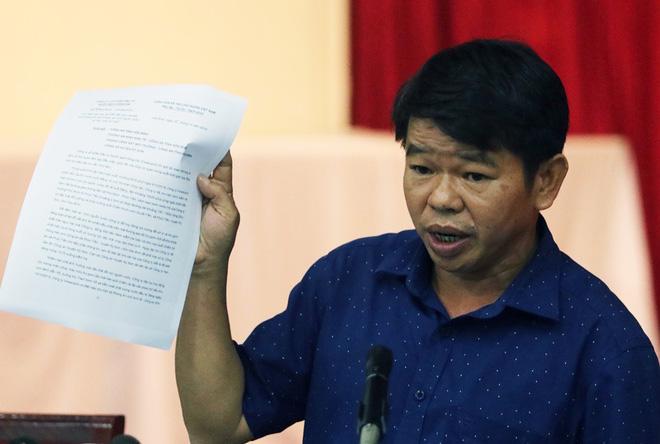 Tổng Giám đốc nước sạch sông Đà nói trong buổi họp báo vụ nước nhiễm dầu thải: 'Vâng, xin lỗi!'