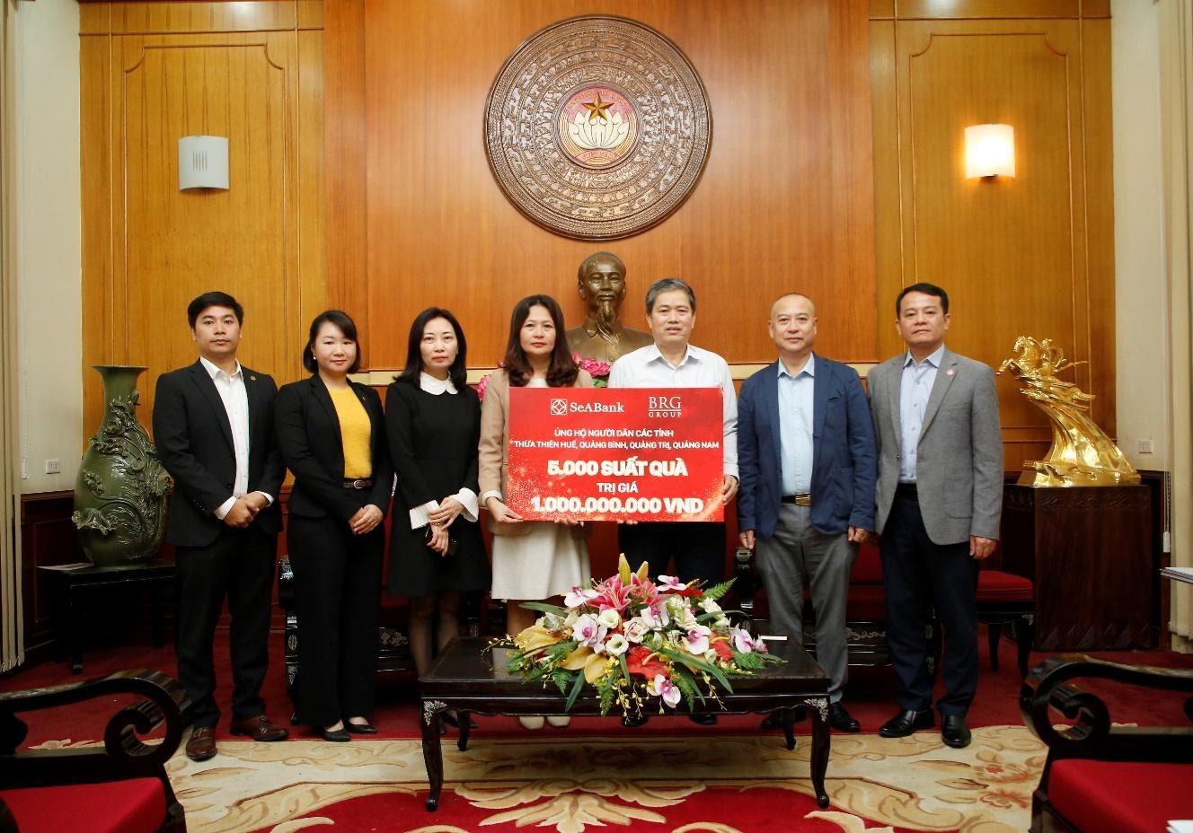 Tập đoàn BRG và Ngân hàng SeABank trao 2 tỷ đồng ủng hộ miền Trung