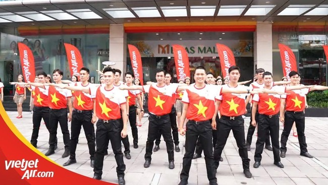 ban huan luyen nguoi than cua doi bong nu sea games duoc bay mien phi tren 130 chang cung vietjet