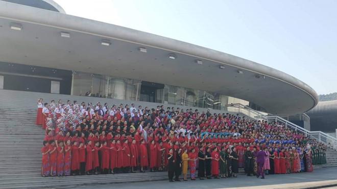 Hơn 600 người Trung Quốc tụ tập, trình diễn trang phục trái phép ở Hạ Long
