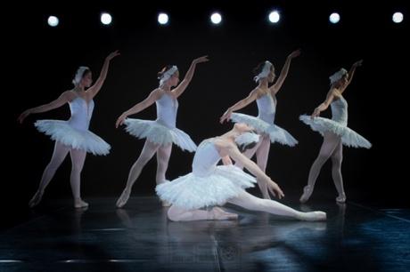 vo ballet ho thien nga trinh dien tren san khau noi tai ecopark