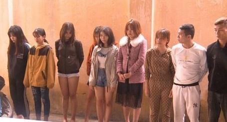 19 nam nữ vào quán karaoke sử dụng ma túy đá