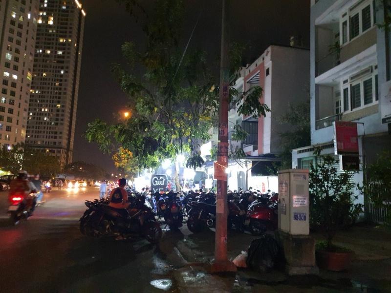 """Phường Tân Hưng, Q.7: Hàng quán """"bóp nghẹt"""" vỉa hè?"""