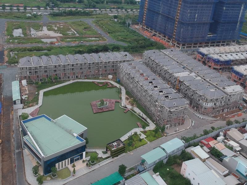 """Bên trong dự án Green Star Sky Garden do Công ty Hưng Lộc Phát làm chủ đầu tư bị đình chỉ thi công do """"xây lụi"""""""