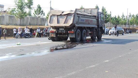 Kon Tum: Tai nạn thảm khốc 2 xe cùng chiều, 1 người tử vong