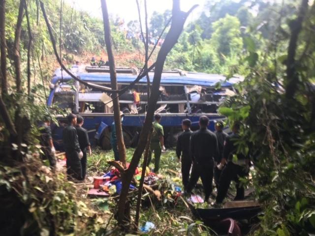 Kon Tum: Xe khách lao xuống đèo Ngọc Vin, 39 người thương vong