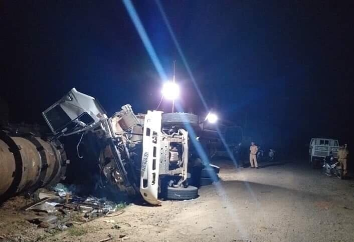 Kon Tum: Lật xe thi công thủy điện, 2 người chết