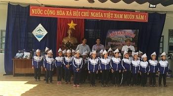 Kon Tum: Trao tặng quà và áo ấm cho các em học sinh vùng biên