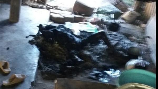 Kon Tum: Nằm ngủ bên bếp lửa, người phụ nữ bị thiêu cháy