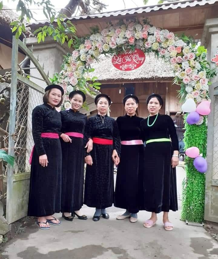 Người giữ gìn và phát triển nghề may trang phục truyền thống dân tộc Tày