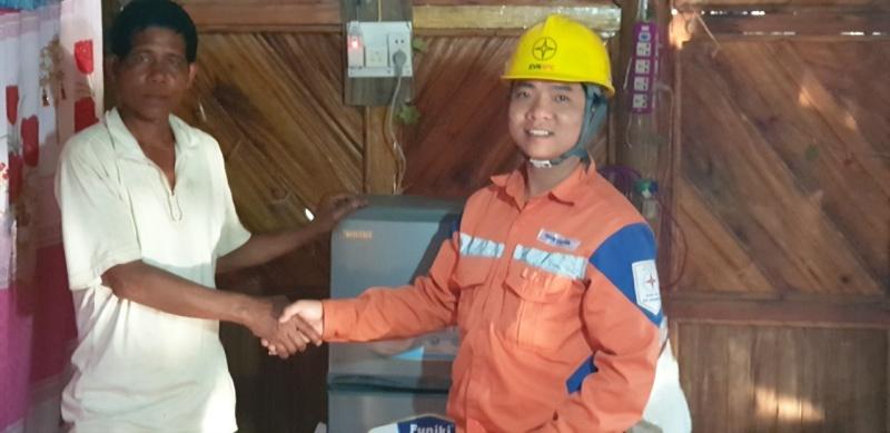 Gần 200 hộ dân xã Nậm Chua, huyện Nậm Pồ, Điện Biên đón điện ngay trước thềm tết Nguyên đán Canh Tý 2020