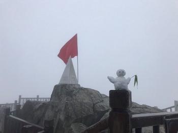 Băng phủ trắng đỉnh Fansipan đúng ngày khai hội Khèn Hoa năm Canh Tý 2020