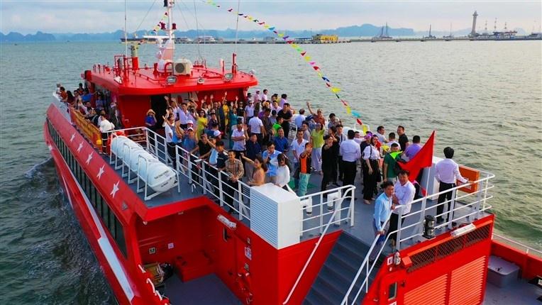 Tàu cao tốc 5 sao đi Cô Tô từ Cảng tàu khách quốc tế Hạ Long -  giải pháp cho người say sóng