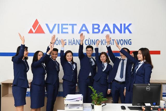 Bất thường tại Ngân hàng Việt Á: Dòng tiền âm, nợ xấu vượt xa lợi nhuận, cổ phiếu trên đà 'lao dốc'