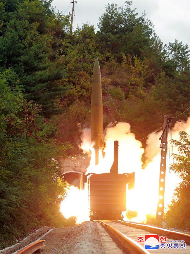 Triều Tiên vừa thử nghiệm Tên lửa được phóng từ tàu hỏa