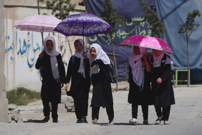 taliban cam nu sinh trung hoc den truong