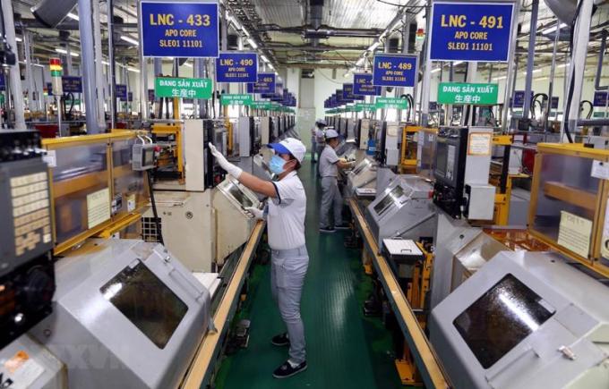 Việc tái sản xuất, doanh nghiệp TP HCM vẫn đang lúng túng và bị động