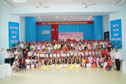 Vietjet thăm làng trẻ mồ côi SOS Đà Nẵng
