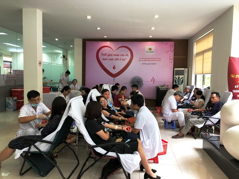 """Hơn 300 người tham gia chương trình """"Mỗi giọt máu, một tấm lòng"""""""