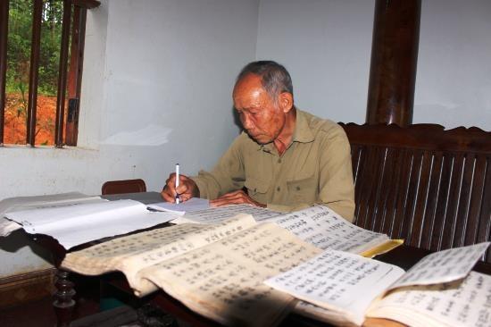 Người lưu giữ chữ Dao cổ ở Thanh Chung