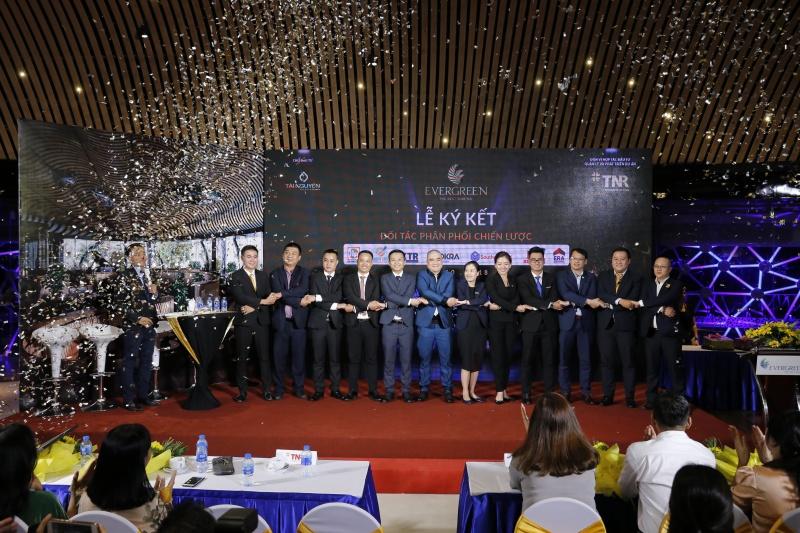 TNR Holdings Việt Nam & 7 nhà phân phối thiết lập quan hệ hợp tác chiến lược siêu dự án Evergreen TNR H
