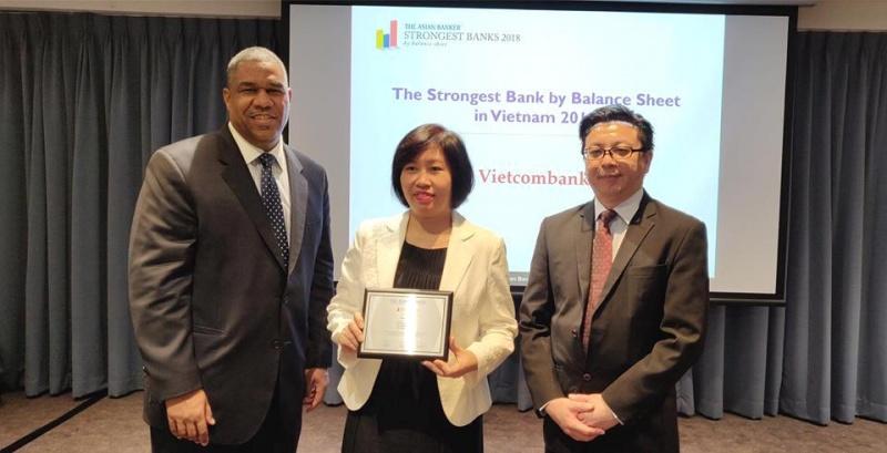 vietcombank tiep tuc duoc the asian banker trao giai thuong ngan hang manh nhat viet nam