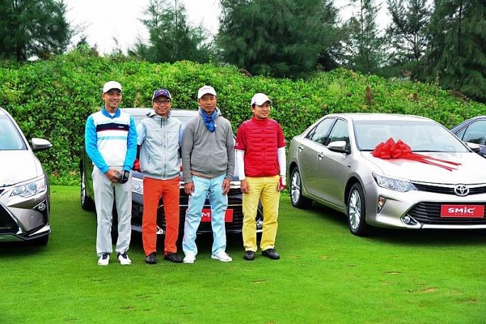 giai smic golf challenge tournament 2017 chinh thuc khai mac voi hon 1000 gon thu tham gia tranh tai