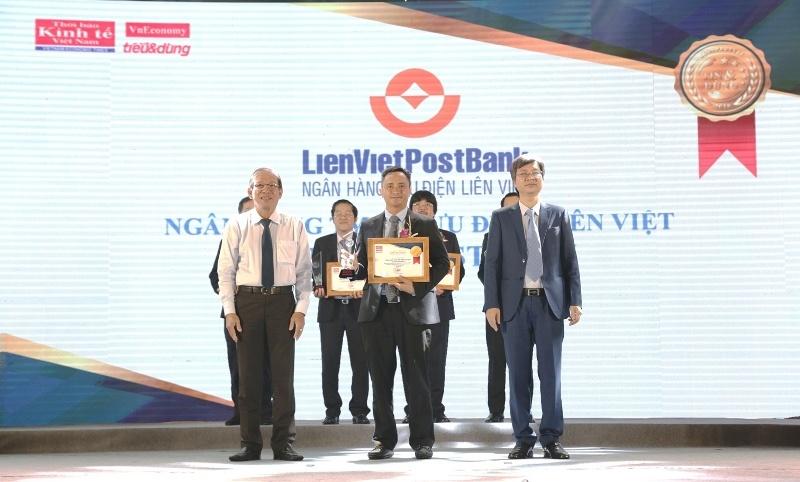 lienvietpostbank nhan cu dup giai thuong tai le vinh danh giai thuong ngan hang viet nam tieu bieu 2018