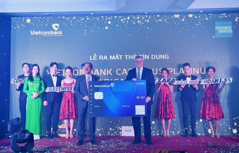 vietcombank va american express ra mat san pham the cao cap