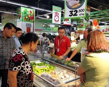 khong chi ban san pham het han cho khach hang truoc do big c con vuong vao nhieu lum xum khac