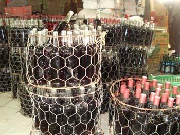 lo hang hon 8 nghin chai ruou nghi bi lam gia bi phat 10 trieu duoc tra ve