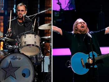 ringo star va barry gibb duoc phong tuoc hiep si anh