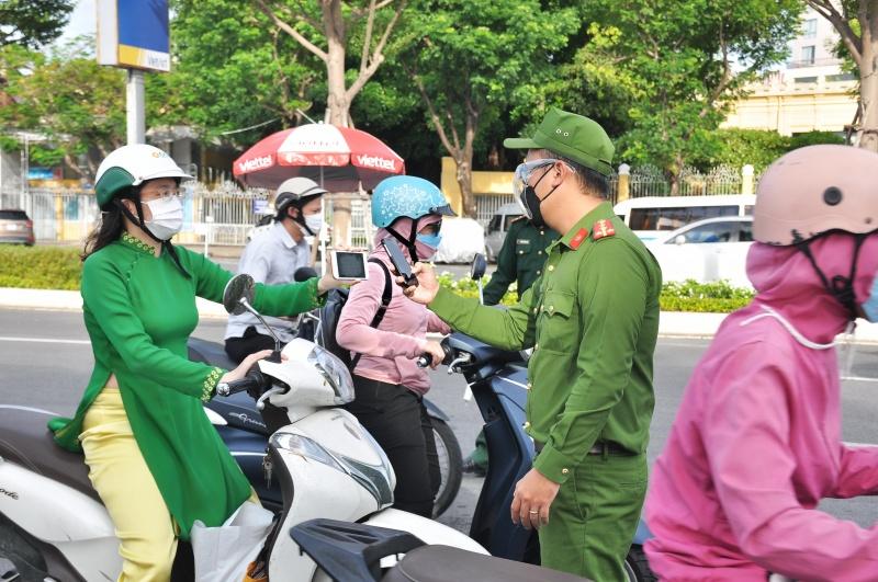 Doanh nghiệp Đà Nẵng đề nghị sớm bãi bỏ giấy đi đường để giảm gánh nặng