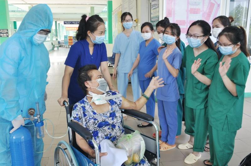 Đà Nẵng: Bệnh nhân COVID-19 hồi sinh kỳ diệu, xuất viện sau 102 ngày điều trị