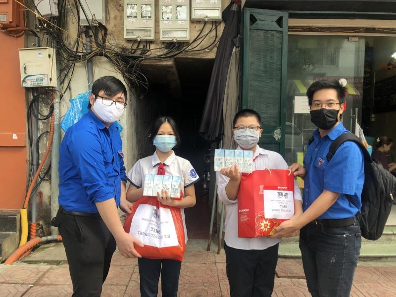 Hà Nội: Đoàn TN Ba Đình trao quà Tết Trung thu cho các em học sinh có hoàn cảnh khó khăn