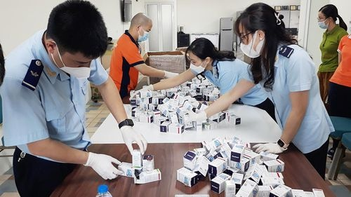 Thu giữ 17.000 viên thuốc điều trị COVID-19 và điều trị ung thư nhập lậu