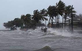 Miền Trung: Mưa lớn gây lũ quét và bão đang tiến gần