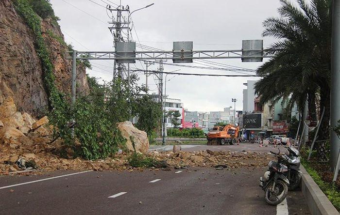 Bình Định: Lở núi Bà Hỏa ở Quy Nhơn khiến 3 người bị thương