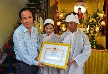tang bang khen chu tich tinh cho thanh nien xa than cuu nguoi