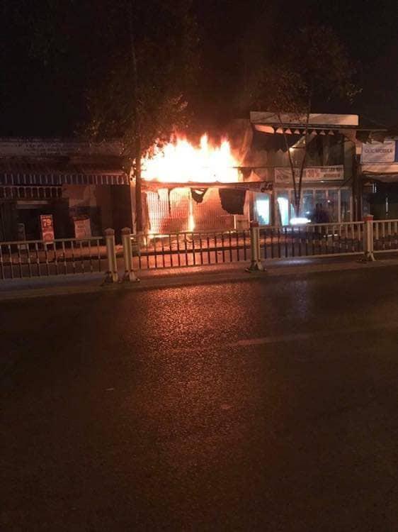 Nóng: Cháy cửa hàng xe đạp điện, 3 người trong gia đình tử vong